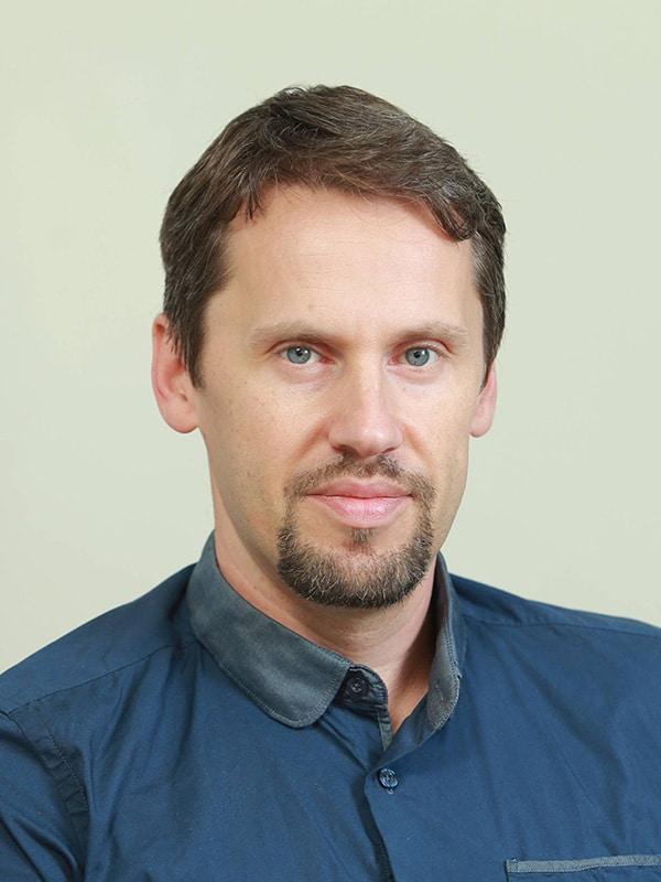 איגור ברכמן   אנליסט בכיר ודילר פריקו